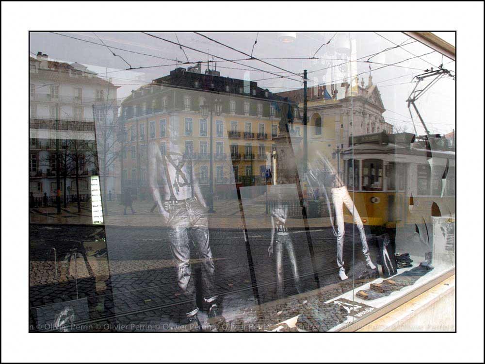 R001 reflet lisbonne place de camoes