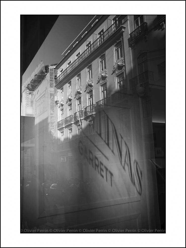 R018 reflet lisbonne chiado rue garrett