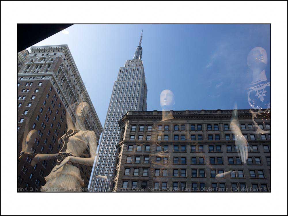 NY007 reflet new york 5 eme avenue empire state building